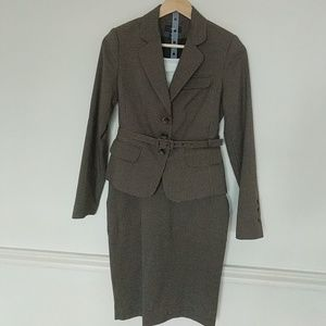 Brown belted houndstooth suit